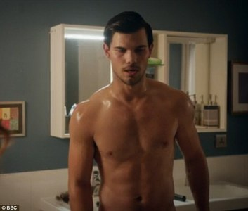 Taylor's toned and hot as f**k stomach<3