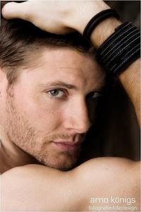 Hot dashing Jensen <3333333