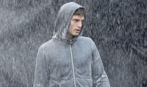 Jamie in the rain<3