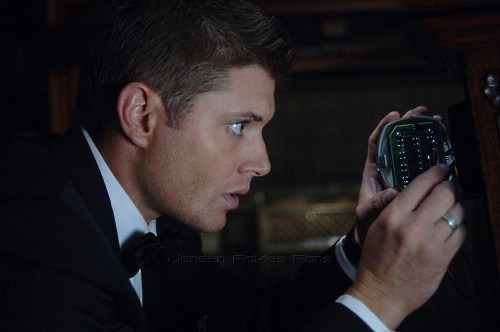Sara's sexy Jensen from a side angle<3