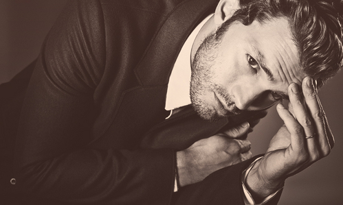 Jamie touching his face<3