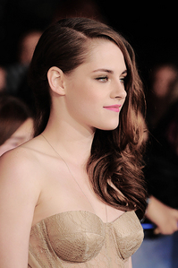 I would so pag-ibig to be her,for obvious reasons.Number 1,being that she played opposite my babe in the Twilight movies.I also admire and respect her for other reasons.She is a great and talented actress and she is true to herself<3