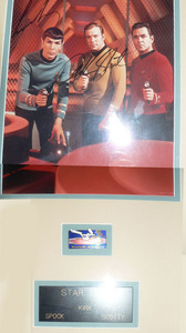 I have a ngôi sao trek framed bức ảnh including both original autographs of Leonard Nimoy and William Shatner for sale.