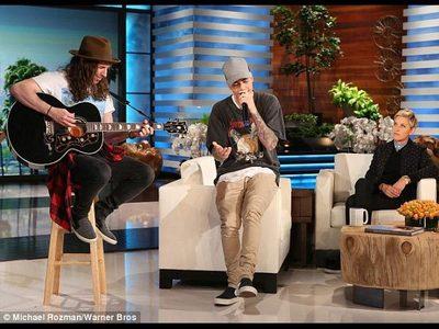 "Justin Пение ""Sorry"" on Ellen Nov.9,2015<3"