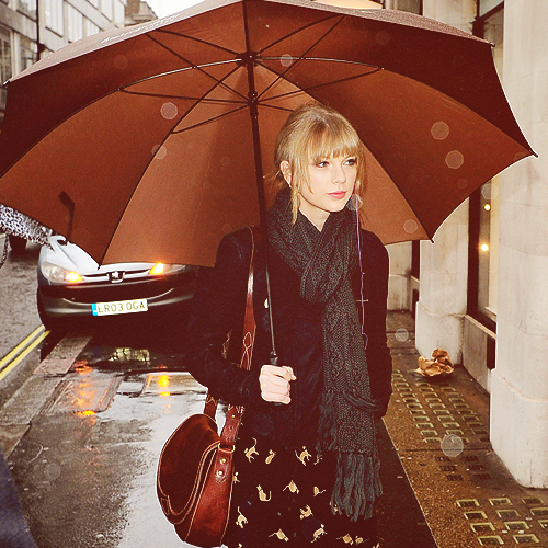 http://scarfcdn.yournextshoes.com/wp-content/uploads/2014/03/taylor-swift-checkered-plaid-scarf-green-march-28-steven-alan-2014.jpg