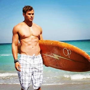 tanned and toned Kellan<3