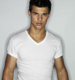 Taylor wearing white<3