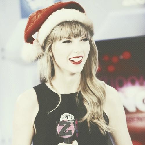 Merry クリスマス Tay .https://cdn3.cdnme.se/cdn/6-2/1547041/images/2011/148ff8fa1a0711e19e4a12313813ffc0_7_176982713.jpg