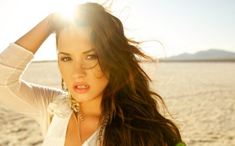 "Demi in Skyscraper*.*˜˜""*°•.ƸӜƷ"