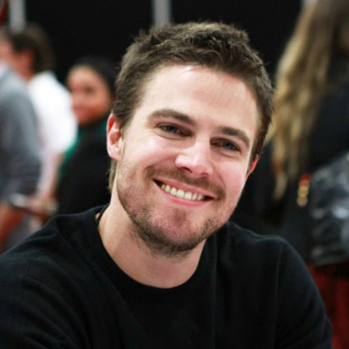Looking vorwärts-, nach vorn to meeting Stephen Amell in May!!