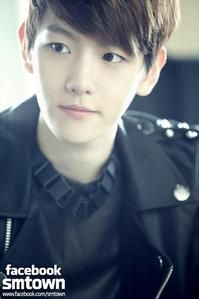 really date to baekhyun because he's is cute &charminq to the qirl