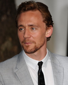 Tom Hiddleston. He plays Loki. And he's handsome. What আরো can I say?