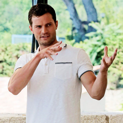 Jamie دکھانا his sexy hands