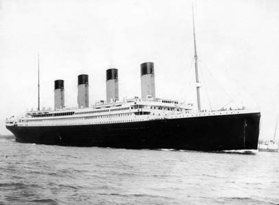 My preferito ship is the Titanic. Just LOOK at her.... I couldn't resist that. XD XD XD