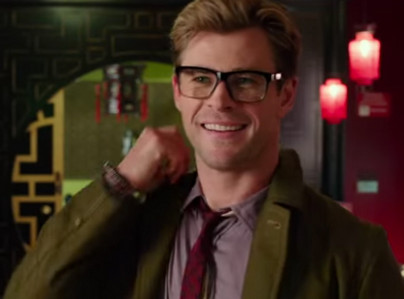 sexy Hemsworth geek in glasses