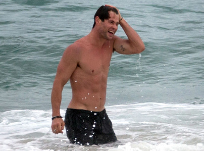 hot Hemsworth 海滩 babe