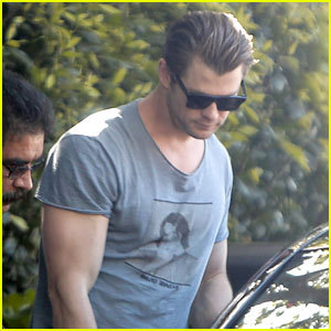 Chris wearing a シャツ with David Bowie on it :)