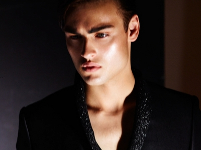 Douglas Booth...those lips and that jaw...how can you not find him stunning?