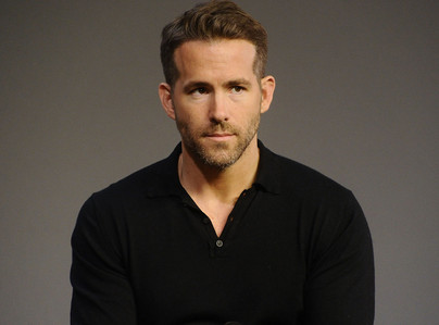 Ryan Reynolds...he's a handsome guy,but definitely not in my শীর্ষ 10