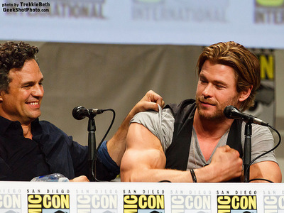 Chris showing his mighty Thor muscles<3