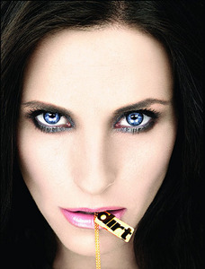 Courteney Cox's face close up :)