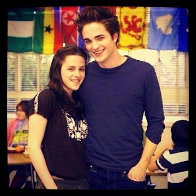 Robert and Kristen behind the scenes of Twilight,back in 2008<3