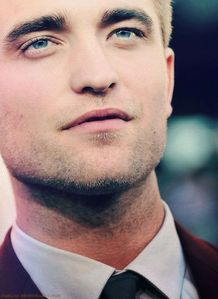 Robert's gorgeous cheekbones<3