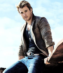 Chris Hemsworth,who comes from the land down under<3
