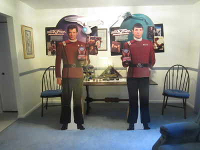 "I have 2 original stand up 77"" bởi 35"" posters of Kirk and Spock which were used in stores to quảng cáo the movie ""The Final Frontier"", in the năm the movie came out. They are in excellent to mint condition. (There is one small paint touch-up,(approximately one bởi one and a half inch square), on Kirk's left thigh)."