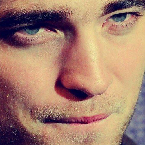 Robert's gorgeous face closeup<3