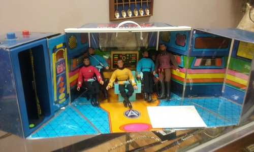 I have a 1975 Mego star, sterne Trek Vintage Action Playset. Comes with all 6 action figures and toy accessories. $325.00325.00