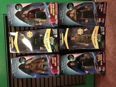 I am selling my entire ngôi sao Trek Playmates figures and ships. I have Data in Redemption, Tasha Yar and Reginald Barkley limited ed figures to 1701, and many Kay Bee, Spencer gifts and Target ngôi sao Trek Exclusives. Over 350 five inch, 9 inch and 12 inch figures from the 1990s!