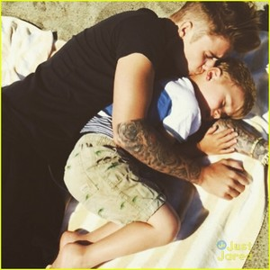 Justin sharing a cute and sweet moment with his little brother,Jax