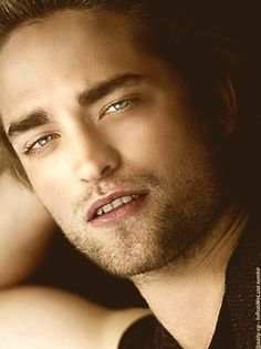those hypnotic eyes...can't look away from them.Not that I'd want to look away from those eyes<3
