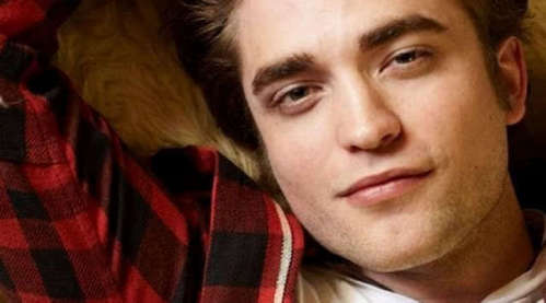 beware of the sexy smouldering stare of Robert Pattinson<3