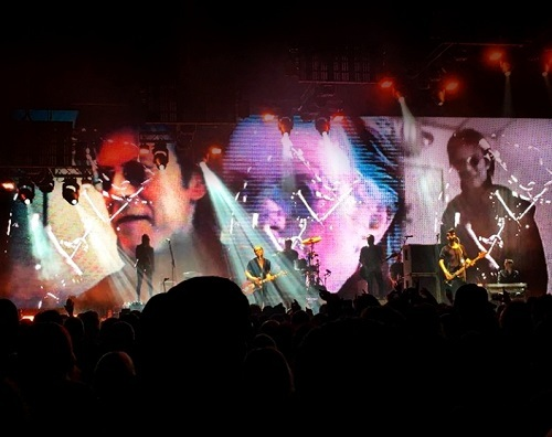 Placebo's Bowie tribute which they perform at every সঙ্গীতানুষ্ঠান of their সাম্প্রতিক tour