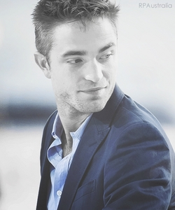 Robert looking to the side of us<3