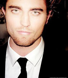 Robert's dreamy,drown worthy bedroom eyes<3