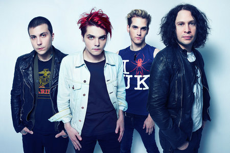 My Chemical Romance. Especially today. I think I'm at my most 情绪硬核 toady. *uncontrollable sobbing*