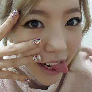 She is the no.1 cutest member of snsd. She`s a クイーン of aegyo because of her cuteness. Saranghae unni sunny