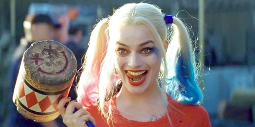 """I met Margot Robbie. I was in Rome for the Easter Holidays last week and I was walking down the Trevi fuente and I saw Suicide Squad's Harley Quinn; Margot Robbie! And she was with her husband. I didn't know what to do o what to say so I dicho what came out my mind... """"Hi Harley"""" (and I got embarrassed for saying that. I should have dicho """"omfg! Margot Robbie I'm a big fan of you, can I have your autograph"""") But she smiled and I asked for her autograph and we started talking about Suicide Squad and then I asked her about Gotham City Sirens but she told me....""""it's a secret...lol"""" (I was talking about some misceláneo trash but she didn't care....I think) Before she left she gave me a high five and dicho """"see ya soon my follow Quinn fan"""" ( This is the only pic I can download because I didn't have a foto with her.... :( )"""