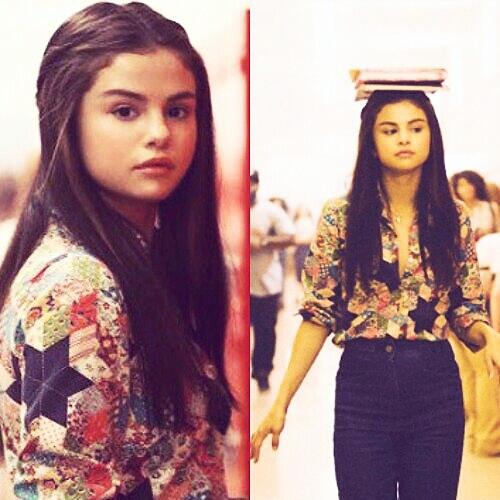 http://images6.fanpop.com/image/photos/40500000/Selena-Gomez-selena-gomez-40519686-600-600.jpg