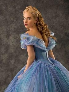 Lọ lem hoặc Belle :)