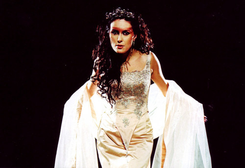 Right now it is Sharon tanière, den Adel. A few days il y a it was Azula.