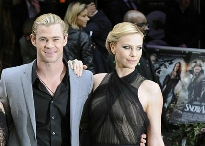 Chris with his SWATH and The Hunstman's Winter War co-star,Charlize Theron,who is probably one of the world's most beautiful women