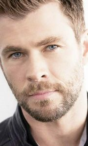 Chris with just the right amount of stubble<3