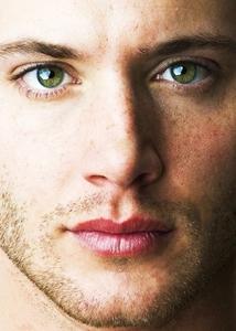 the sparkling shiny smeraldo eyes of Jensen Ackles
