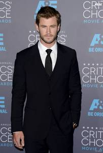 """Chris Hemsworth is a mighty tall Aussie at 6'2 and 3/4"""""""