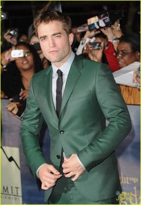 Robert in that gorgeous green suit...he is making everyone green with envy<3