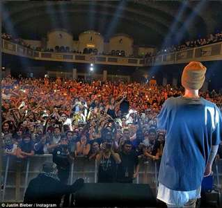 Justin with an audience !